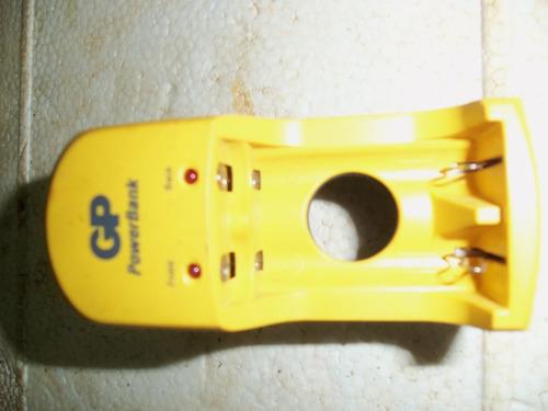 cargador de baterias gp powerbank  para pilas aa y aaa