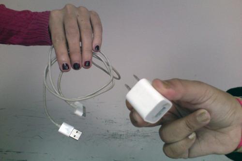 cargador de pared + cable usb. iphone 4s