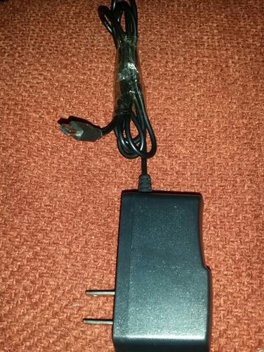 cargador de pared universal para celulares y otros aparatos