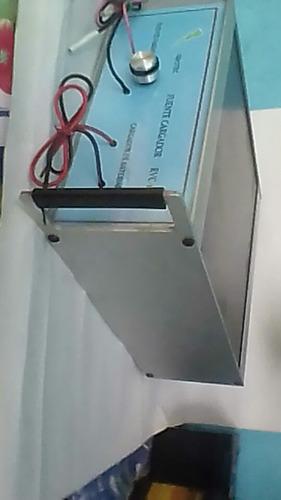 cargador rapido de baterias de carro y fuente.