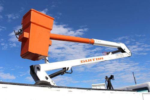 cargo 1317 4x2  2003  cesto aéreo guiton 13m