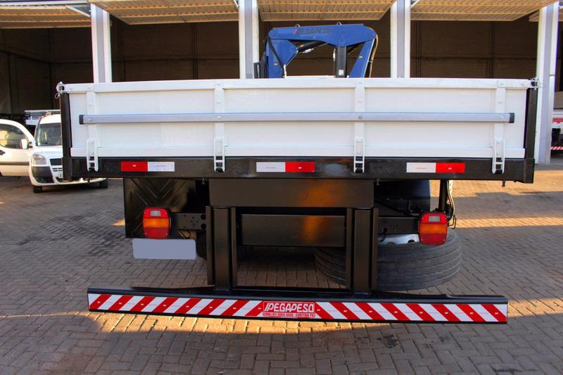 cargo 2422 c/ munck argos 35.0 e plataforma fixa de 6 metros