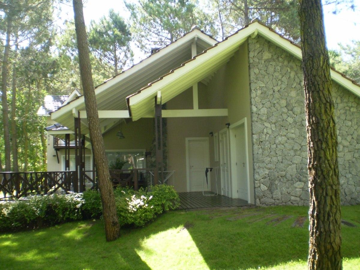 carilo casa 4 ambientes c/ dep. y parque
