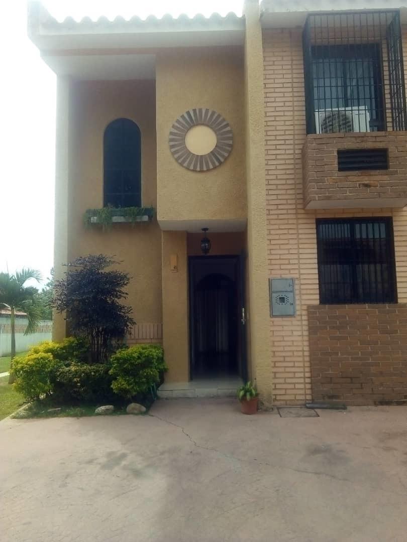 carmen delgado vende townhouse en naguanagua 0412 7401048