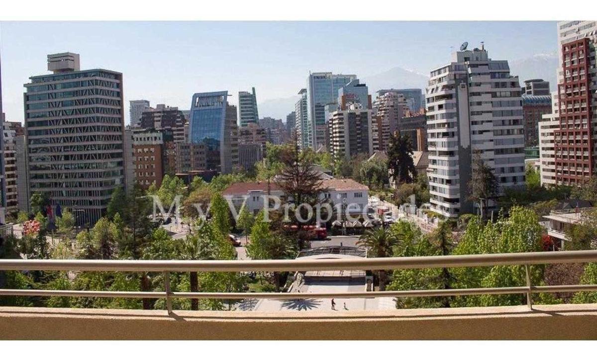 carmencita frente a plaza perú
