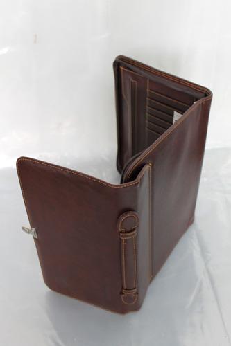 carpeta o portafolio de mano