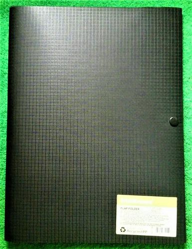 carpeta plástica con broche  tamaño a4