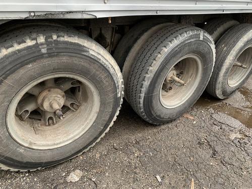 carreta bau fechada japersil 3 eichos 1989 com pneus