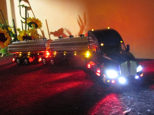 carreta kenworth t 700 1/32 bi-trem customizada ùnica