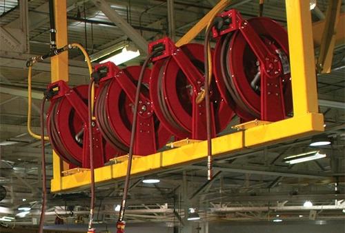 carrete con manguera industrial