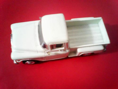 carrinho chevy stepside escala 1:24med.20x8x8cm