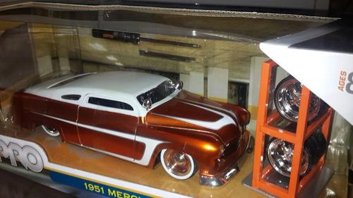 carro a escala 1:24. 1951 mercuri. marca lopro jada.