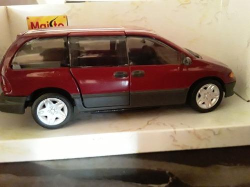 carro a escala 1/24 dodge caravan 1996