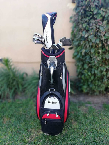 carro... bolsa.. y palos de golf titleist
