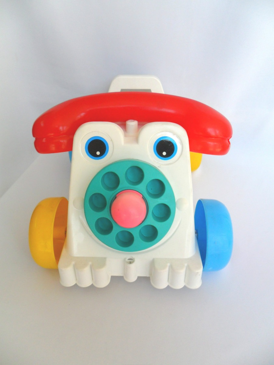 carro-carrinho-antigo-com-cara-de-telefo