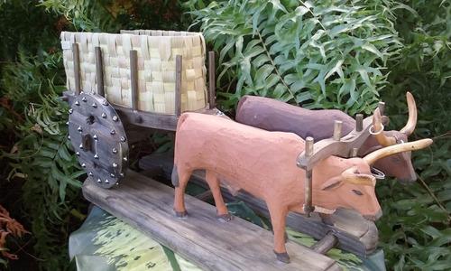 carro de boi feito em madeira maciça envelhecida