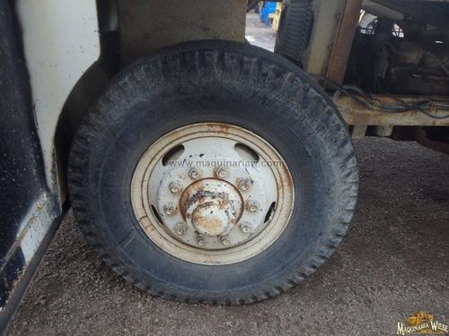carro esparsidor de graba sello asfalto tapa baches grietas