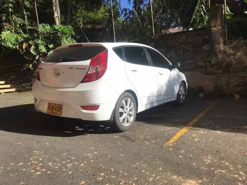 carro hyundai i25 unico dueña, perfecto estado.