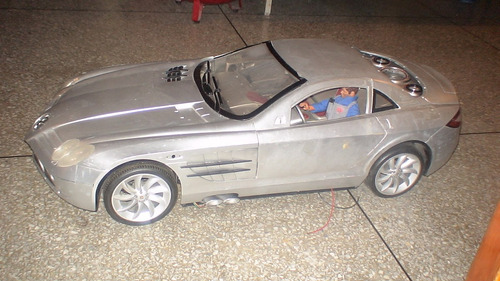 carro  mercedes slr mc laren  eléctrico grande. (42x17 cms)