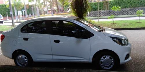 carro sedan blanco