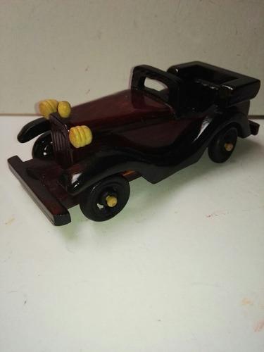 carro y moto de colección de madera