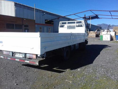 carrocería plana con baranda, usada, (5.5 x 2.2) $ 1.200.000