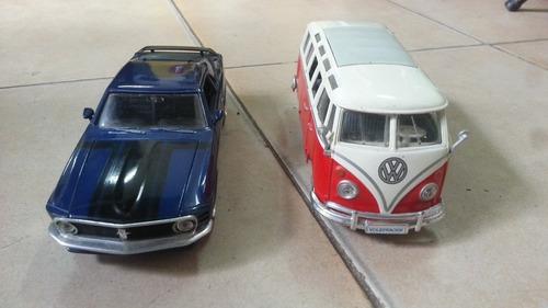 carros a escala 1/24 ambos en muy buena condición