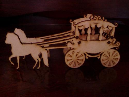carruaje tirada por caballos en fibrofacil