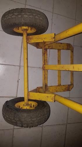carrucha. una rueda dañada