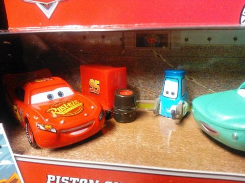 cars disney pit crew member guido & flo. mcquee. lo + nuevo