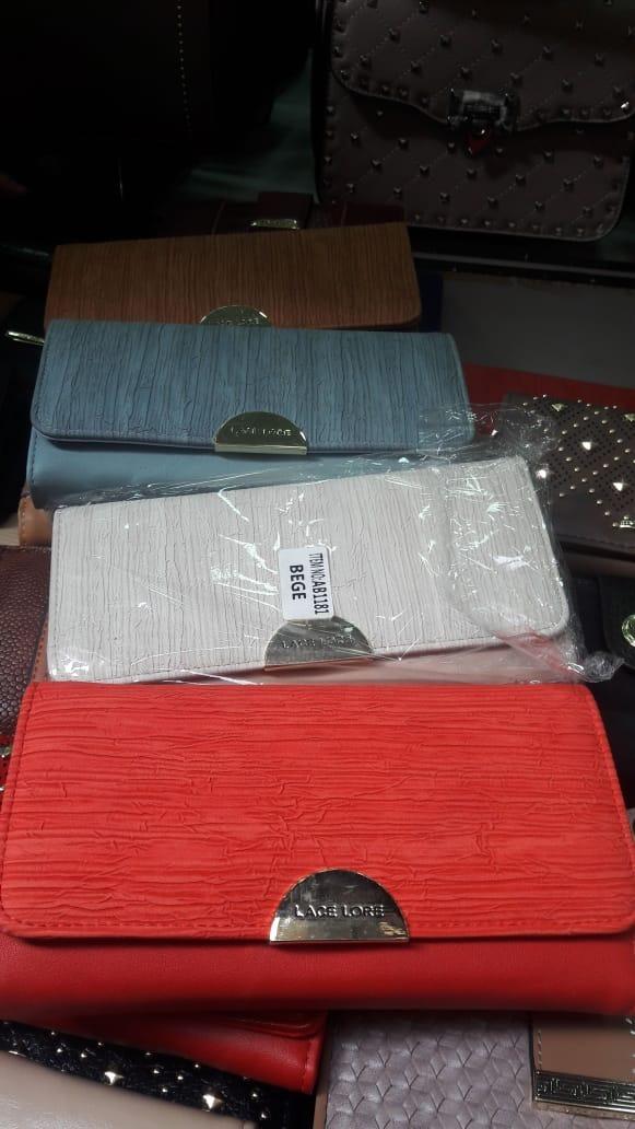 95f1ccbeb ... mão em couro sintético colorida. Carregando zoom... carteira feminina  bolsa. Carregando zoom.
