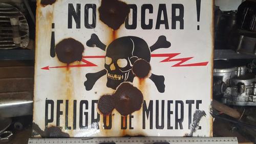 cartel esmaltado peligro de muerte con balazos