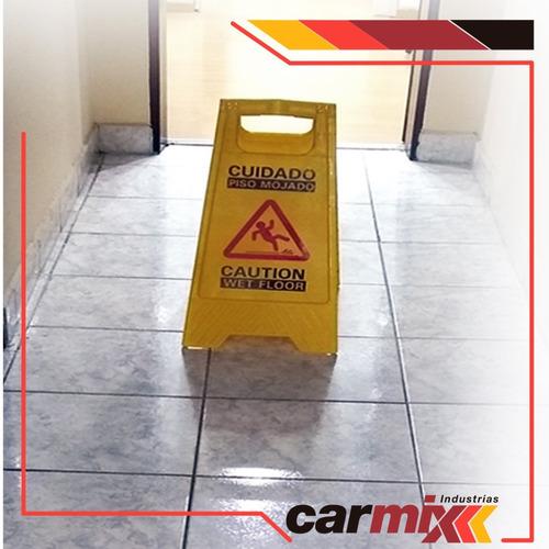 cartel señalización-piso mojado- transito peatonal amarillo