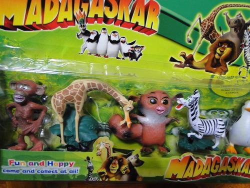 cartelado  com  05  bonecos  madagaskar
