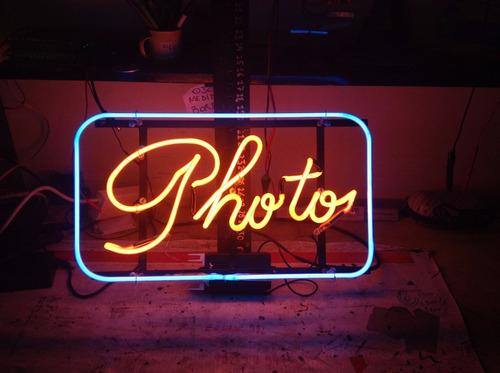 carteles letreros luminosos led neón letras ploter corporeos