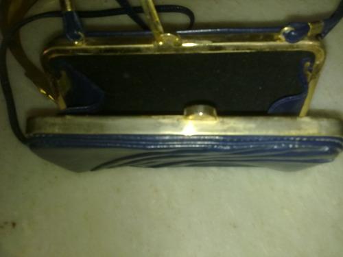 cartera azul con boquilla