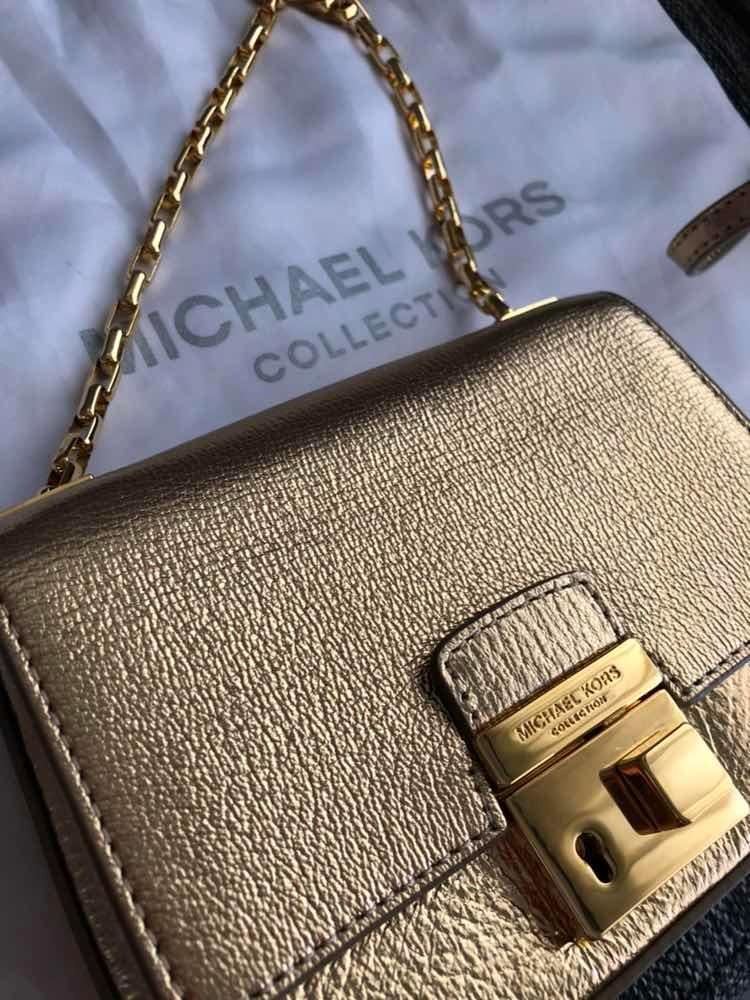 958408078 cartera bandolera clutch cuero dorado marca michael kors. Cargando zoom.