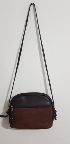 cartera bandolera de cuero marrón.alto 17cm ancha 23cm.