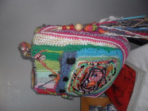 cartera bordada y tejida al crochet