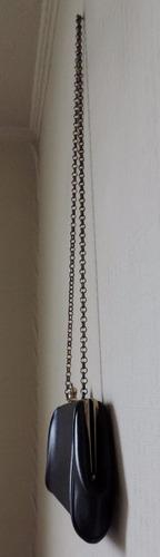cartera con cadena y broche corona