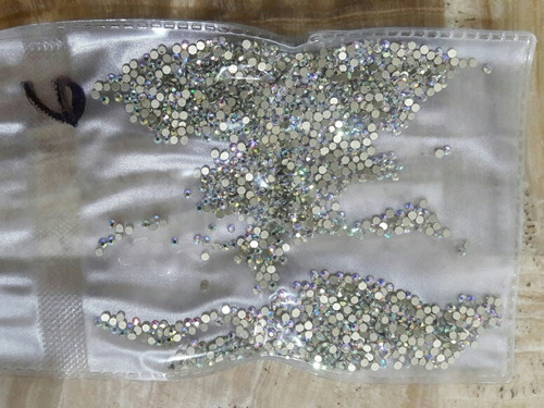 cartera de cristal tipo swarovski, gc nails ss6 tornasol