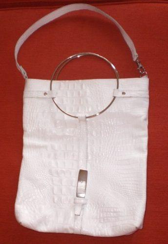 cartera de cuero blanca con manijas redondas