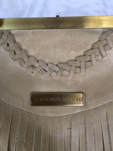 cartera de cuero con flecos marca florencia herraiz