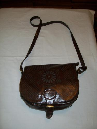 cartera de dama en simil cuero color marrón