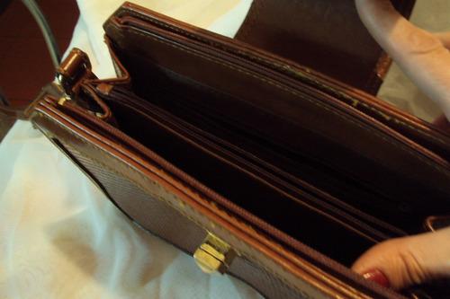 cartera marrón en simil cuero