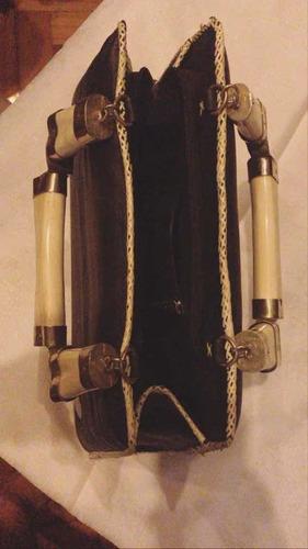 cartera mujer diseño exclusivo de cuero tiento hueso y metal