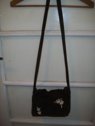 cartera pequeña tipo bolso de pana con bordado