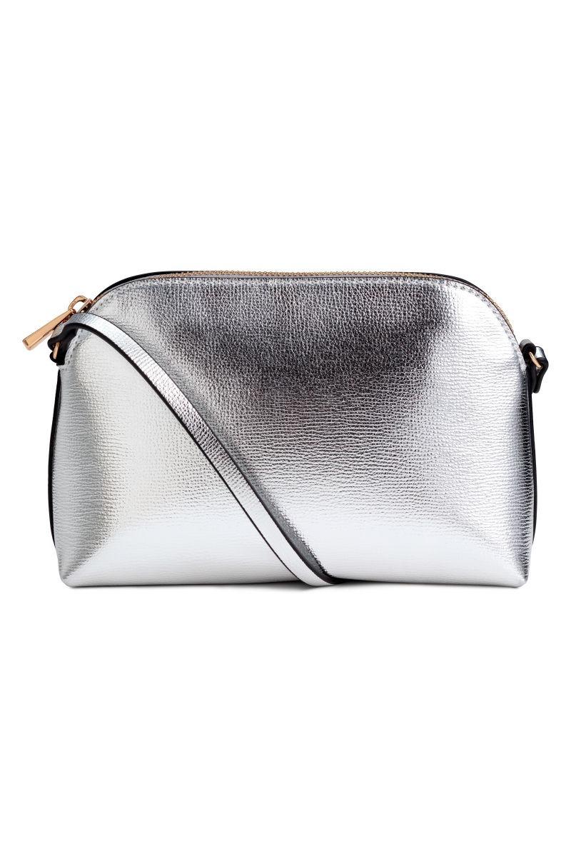 52d5fcb97 cartera plateada silver h&m - premium store - black closet. Cargando zoom.