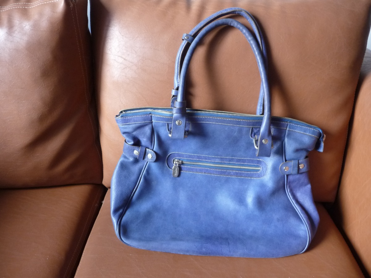 647b2d1a7 Cartera Prune Azul. Impecable Estado. - $ 2.300,00 en Mercado Libre