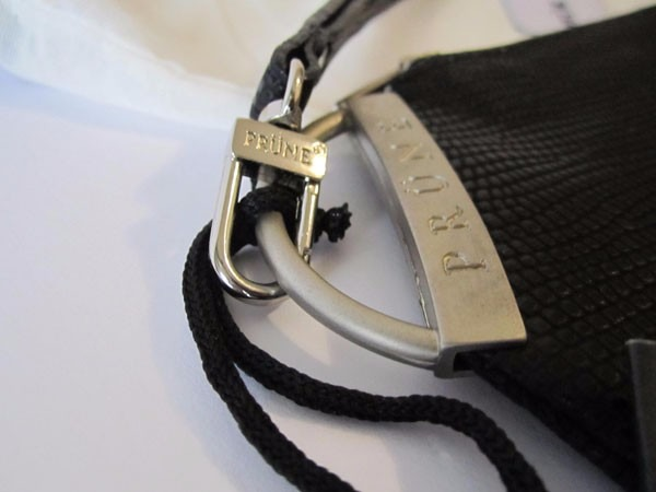 d42b41f16 cartera sobre de mano prune revel cuero simil reptil negro · cartera prune  cuero